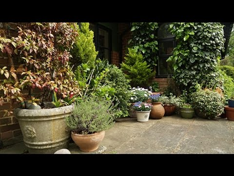 , title : 'How to style a patio garden | Gardening Inspiration'