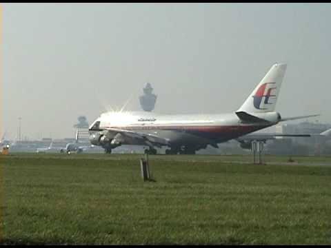 beautifull - PRESS WATCHING IN HIGH QUALITY FOR BETTER QUALITY AND LOVELY SOUND An beautifull take off of the malaysia boeing 747-400 NOTE : WATCH THE BEAUTIFULL FLARE !!...