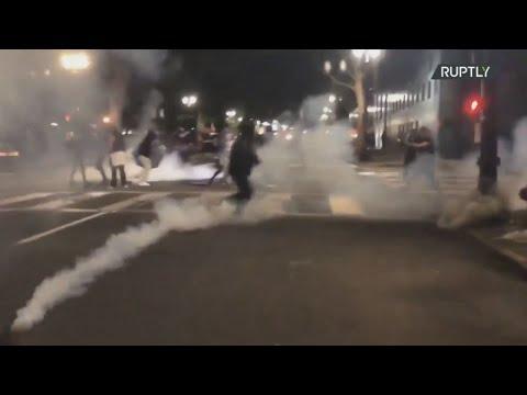 ΗΠΑ: Η διαμαρτυρία BLM γίνεται βίαιη στο Πόρτλαντ, καθώς η αστυνομία κάνει χρήση δακρυγόνων