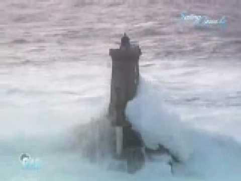 這真的是世界上最勇敢的燈塔管理員,狂風暴雨都不倒!!