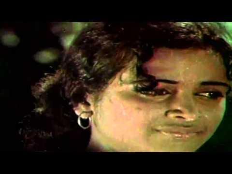 Anni En Deivam : Meena bathing Scenes