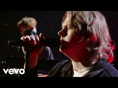 Lewis Capaldi - Lewis Capaldi – Before You Go (Live on the American Music Awards / 2020)