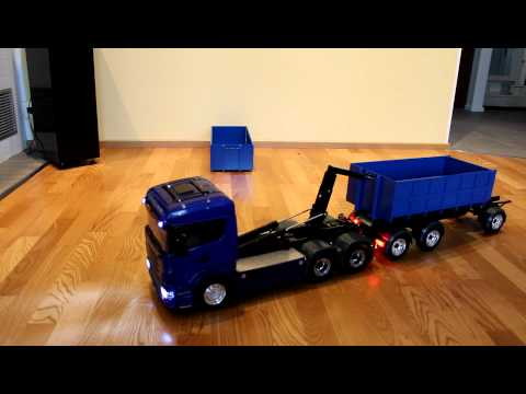 leimbach - RC-truck Tamiya Scania with Leimbach roll-off kipper and trailer. Trailer is selfmade with brakes and wireles lighting system. Servonaut speed controller and...