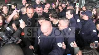 CRAAZZYYY Harry Styles FAN RIOT at Airport in Paris !!!!