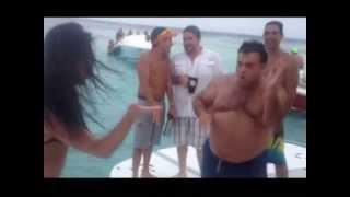 Смешное видео. Танец девушки и толстяка. Funny Video. Dance Of A Beautiful Girl And Thick Men.