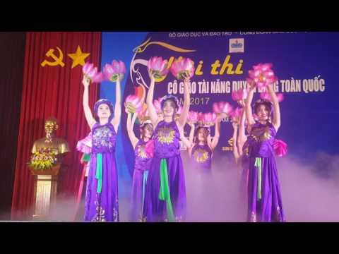 """Tiết mục năng khiếu hát Văn """"Mùa trăng nhớ Bác"""" của tỉnh Hà Nam là 1 trong 5 tiết mục xuất sắc được lựa chọn trong 49 tỉnh thành phố Ban tổ chức mời"""