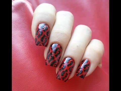 Ногти с трафаретами