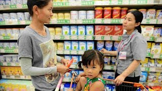 A newly-released report shows that Chinese dairy products have seen a remarkable improvement in both quality and safety levels. But many people still haven't forgotten the tainted milk scandal, which surfaced nine years ago, and their lack of confidence in China-produced baby formula remains.Subscribe to us on YouTube: https://goo.gl/lP12gADownload our APP on Apple Store (iOS): https://itunes.apple.com/us/app/cctvnews-app/id922456579?l=zh&ls=1&mt=8Download our APP on Google Play (Android): https://play.google.com/store/apps/details?id=com.imib.cctvFollow us on:Facebook: https://www.facebook.com/ChinaGlobalTVNetwork/Instagram: https://www.instagram.com/cgtn/?hl=zh-cnTwitter: https://twitter.com/CGTNOfficialPinterest: https://www.pinterest.com/CGTNOfficial/Tumblr: http://cctvnews.tumblr.com/Weibo: http://weibo.com/cctvnewsbeijing
