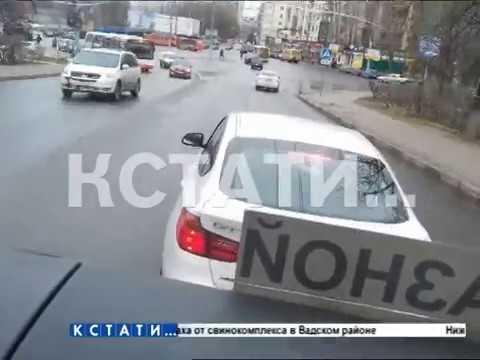 Автохам на спорткаре с полицейскими номерами устроил травлю школьного автобуса