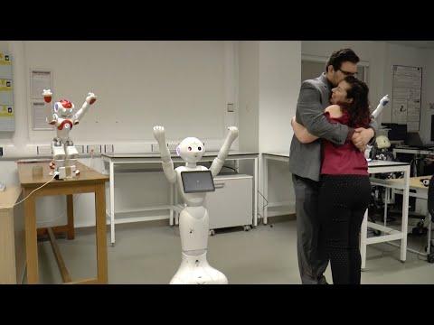 العرب اليوم - أغرب عرض زواج بالروبوتات الراقصة