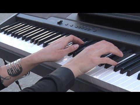 На вулиці Михайлівській артисти філармонії грали для житомирян класичну музику