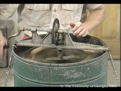 Honey Bees and Beekeeping 6.2: Extracting honey