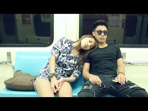 當陌生女生靠肩膀睡覺時,男人不同的反應