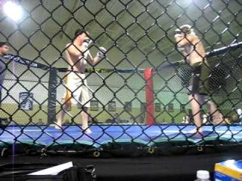 Carl Thornsberry vs Dustin Williams Hardrock MMA Campbellsville, KY Oct 17th 2009.AVI