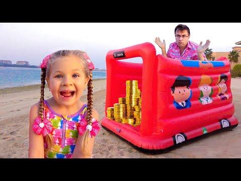 Diana y Roma juegan en la Playa con Papá