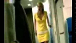 Przyłapali ziomka jak obrócił dwie stewardessy w toalecie podczas lotu! To dopiero kozak! :)
