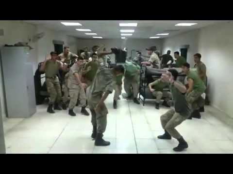 Οι εθνοφρουροί μας, έχουν χιούμορ