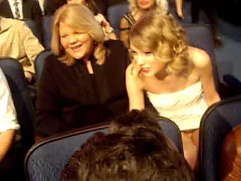 Taylor Swift laughing at Sandra Bullock's joke