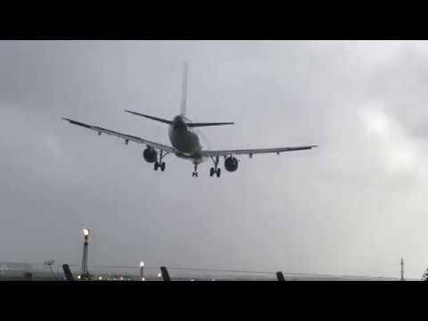 Kone laskeutuu Dublinin lentokentälle hurjassa tuulessa
