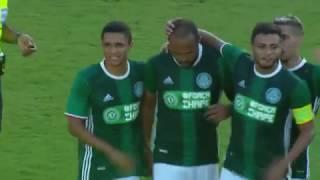 Campeão com uma rodada de antecipação, o Palmeiras, com mais de um time inteiro de férias, ganhou do Vitória por 2 a 1, neste domingo, no Barradão.