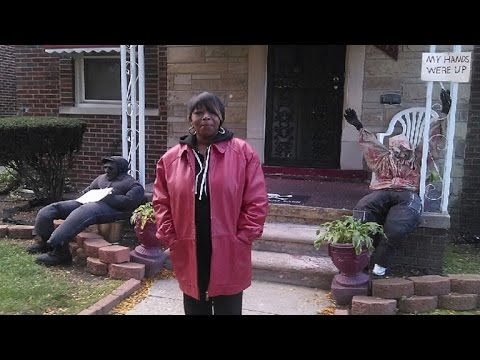 Woman Uses Halloween Decorations To Take A Stance on Controversial Issues