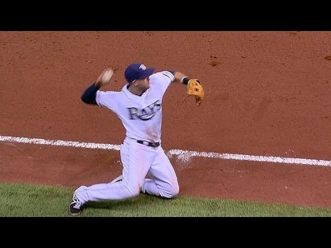 Video: Longo caps diving play with throw from knees
