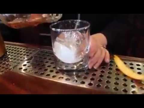 沒想到洋酒的大顆圓冰是這樣弄出來的!