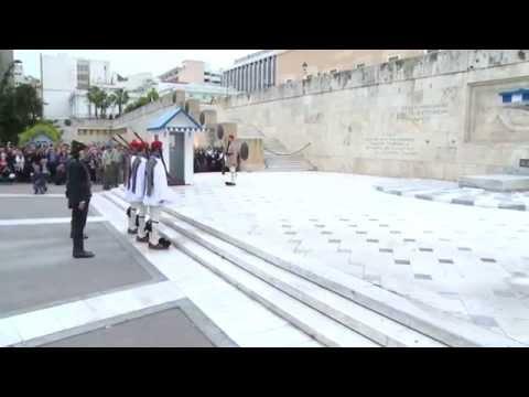 VIDEO: Όταν σείστηκε το Σύνταγμα στην αλλαγή φρουράς με Πόντιους εύζωνες!
