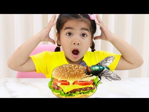 Suri Pretend Play Making Real Hamburger Food to Eat