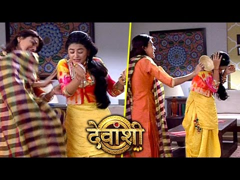 Devanshi Gets Beaten Up By Sakshi | देवं�