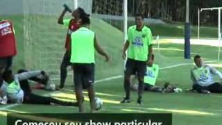 Ronaldinho gaucho  é apresentado a sua melhor amiga no FlamengoRonaldinho Gaucho se presenta a su mejor amiga en el FlamengoRonaldinho Gaucho è presentata alla sua migliore amica al FlamengoRonaldinho with ball at FlamengoRonaldinho con palla al FlamengoRonaldinho con el balón en el Flamengo