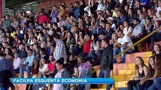 Rodeio e dupla sertaneja atraem milhares de pessoas à Facilpa