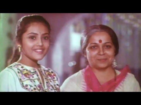 Seetharamaiah Gari Manavaralu Scenes - Seetharamaiah Playing Chess With Meena - ANR