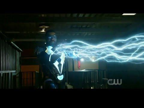 Black Lightning VS Criminals Fight Scene - Black Lightning Season 1 Episode 1 [AEC:194]