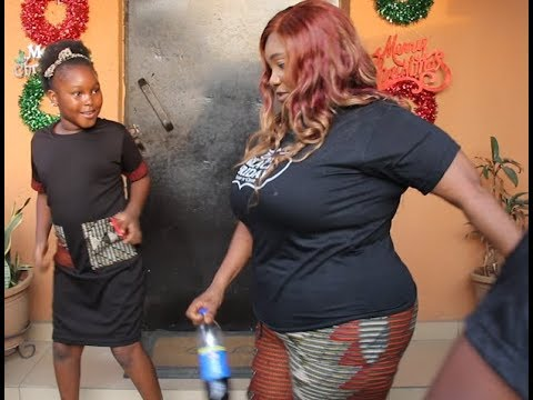 See Jaiye Kuti &her daughter dance Together as others buy &enjoy themselves at Zanzees boutique