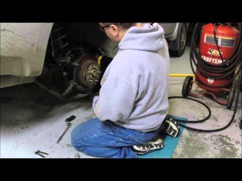 2004 Mitsubishi Endeavor Rear Wheel Bearing Hub pt1