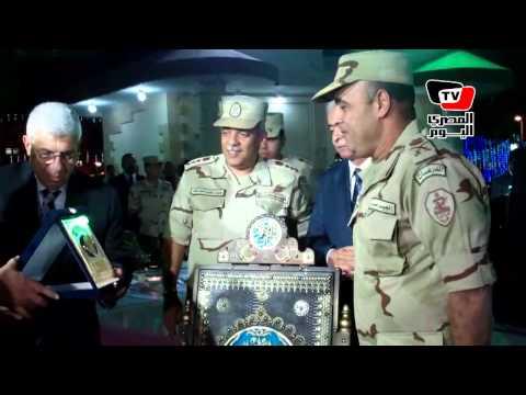 «أمن السويس» يكرم قيادات الجيش الثالث والمحافظ بإهدائهم مصاحف