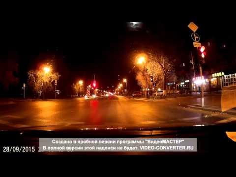 Ночные гонки дорогих иномарок  в Тюмени на красный сигнал светофора (видео)