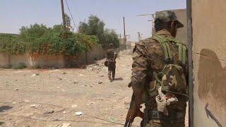 A szétlőtt épületeken még az Iszlám Állam zászlói és mozgósító feliratai láthatók Rakkában. Az aláaknásított város június 4-én kezdődött ostroma lassan halad, a dzsihadisták szíriai fellegvárának mintegy 35 százalékát szabadították fel eddig az Egyesült Államok által támogatott csapatok.A kurd-arab Szíriai Demokratikus Erők parancsnoka - miután rádión egyeztetett egységparancsnokaival - elmondta, hogy jelenleg a polgári lakosság védelme jelenti számukra a legnagyobb kihívást. A civileket pajzs…BŐVEBBEN: http://hu.euronews.com/2017/07/19/rakka-ostrom-sziriaeuronews: Európa legnézettebb hírcsatornájaIratkozzon fel! http://www.youtube.com/subscription_center?add_user=euronewsHungarianAz Euronews elérhető 13 nyelven: https://www.youtube.com/user/euronewsnetwork/channelsMagyar: Website: http://hu.euronews.com/Facebook: https://www.facebook.com/euronewsTwitter: http://twitter.com/euronewshu