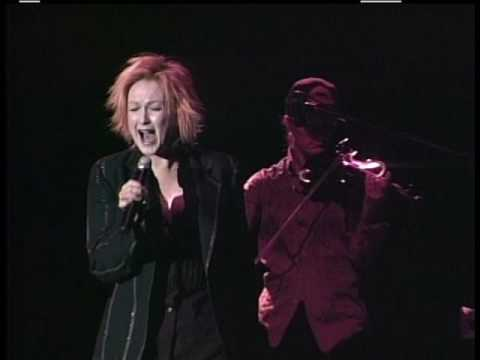 CINDI LAUPER What39s Going On 2004 LiVe