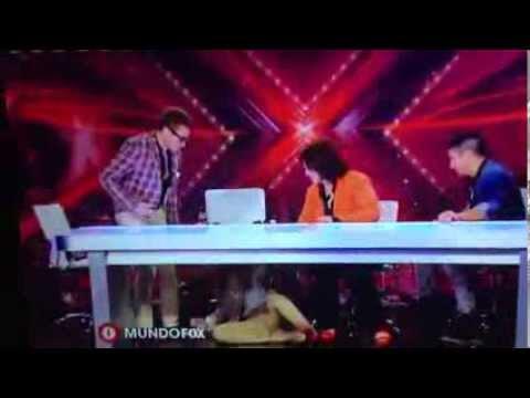 Vídeo e GIF: Confira a queda de Belinda no reality El Factor X