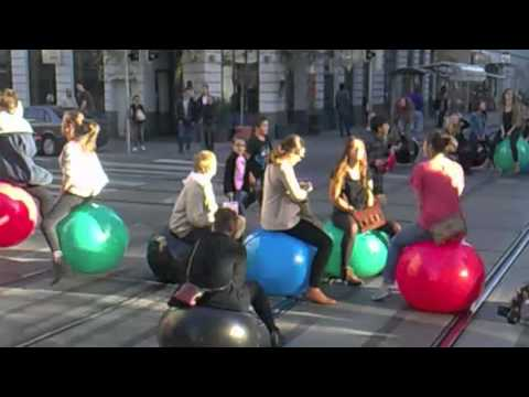 Hüpfball-Flashmob in 1070 Wien