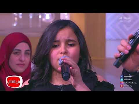 """الطفلة أشرقت تشارك إيهاب توفيق غناء """"ماشوفتش زي أمي"""""""