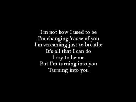 Tekst piosenki The Offspring - Turning Into You po polsku