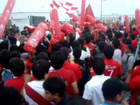LLEGADA DEL JUAN AURICH A CHICLAYO!! CAMPEÓN DE FUTBOL PERUANO 2011 - La Banda Los Norteños - Juan Aurich