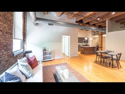 A dramatic West Loop 2-bedroom loft steps from Randolph Street restaurants