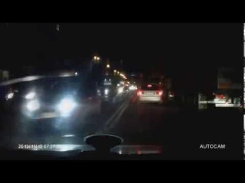 Водитель Chevy Niva поехал на красный