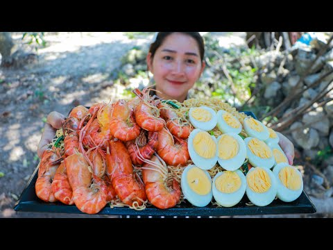 Amazing River Prawn Cooking Duck Egg - River Prawn Cook Yellow Noodle - Cooking With Sros