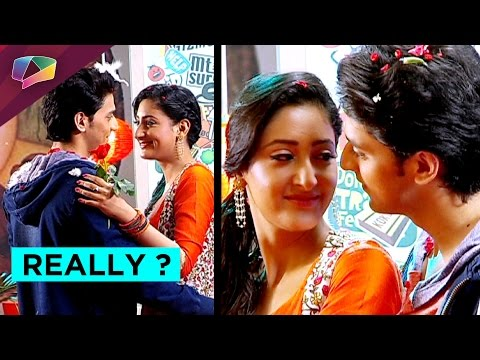 Aryan calls Sanchi to a hotel and proposes her