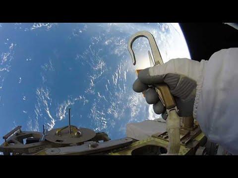 2 минуты  в космосе
